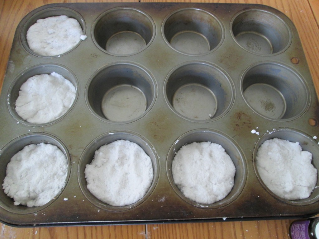 How to make Bath bombs recipe 8 - molding bath bombs