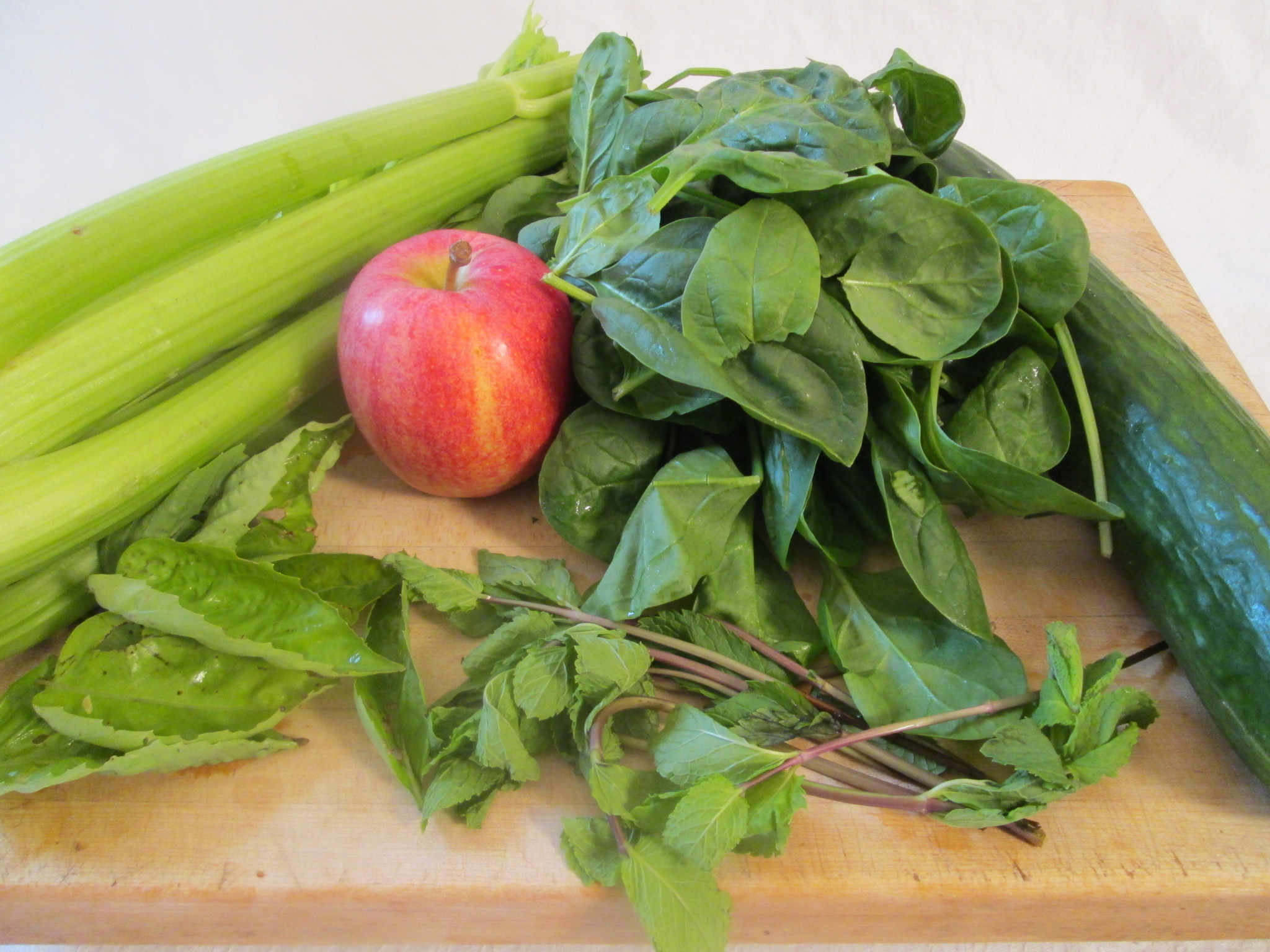 Mint to Be Green Juice Recipe - ingredients